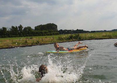 zwemmende kinderen